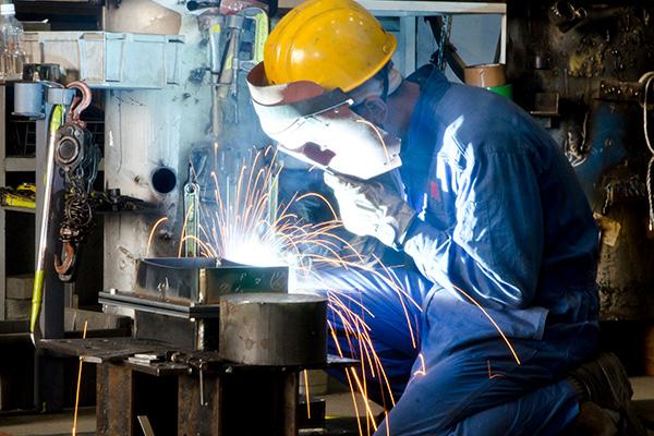工場設備の製造スタッフ